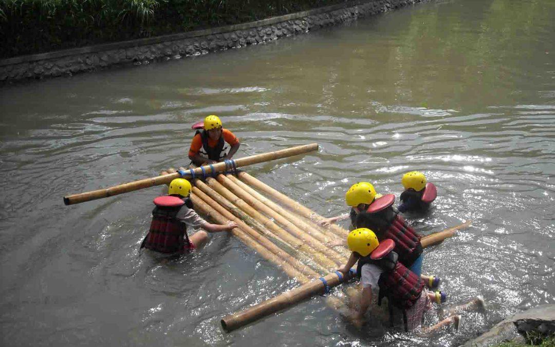 A Vándorok útja – Vízi élménytúra stratégiai tutajépítéssel